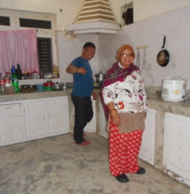 Rupak et Kumari dans la cuisine