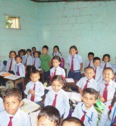 (2014) Chengdoma et Ajay dans leur classe