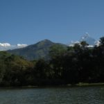 Vue du Macchapuchre et du Dhaulagiri à partir du lac Fewa