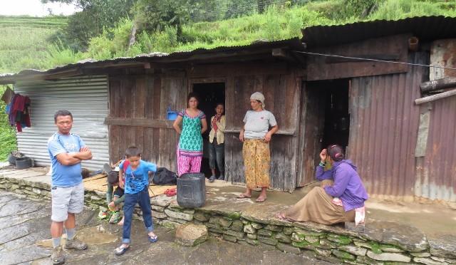 La maison de la mère d'Aashish raccordée au réseau électrique