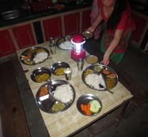 Repas du soir dans la salle à manger de l'internat